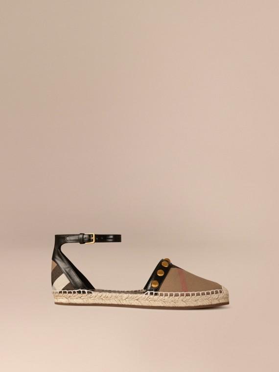 Espadrille-Sandalen in House Check mit Lederbesatz und Ziernieten