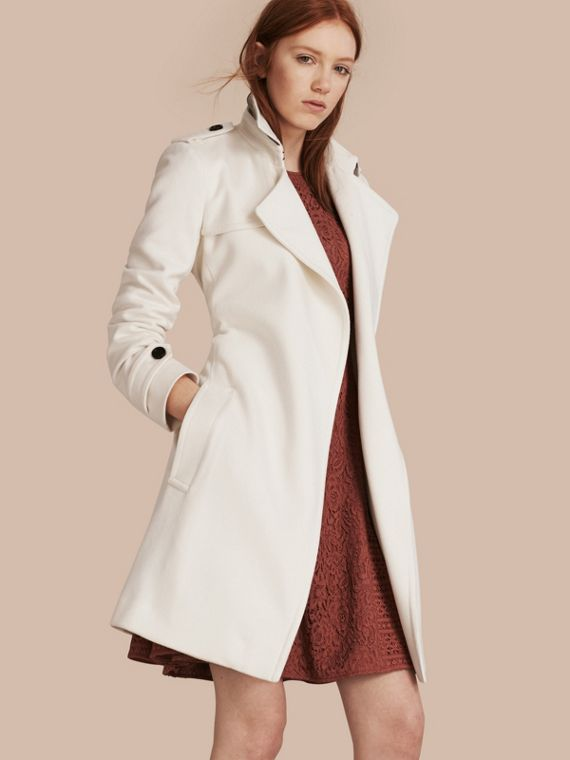 Trench coat a scialle in cashmere Bianco
