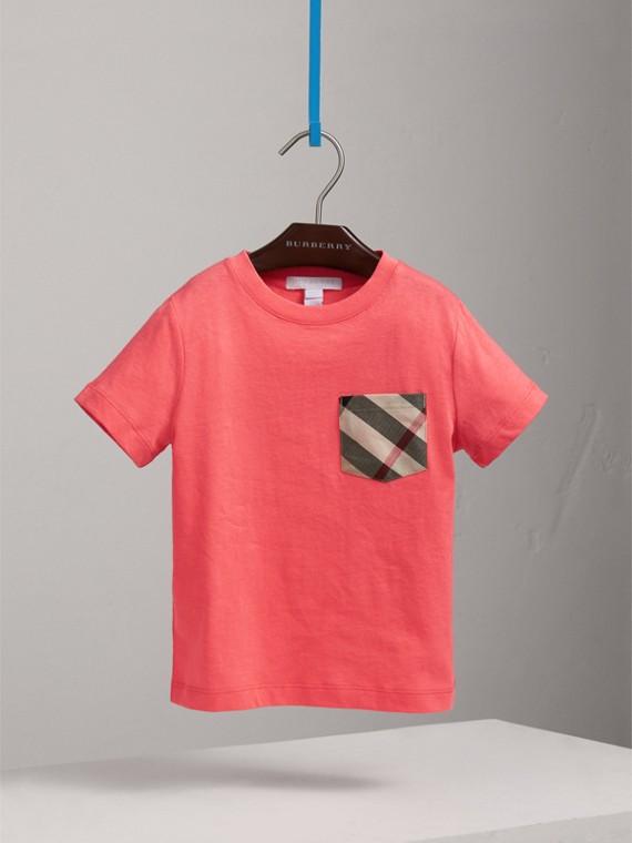 T-shirt in cotone con taschino con motivo tartan (Rosa Corallo Brillante)