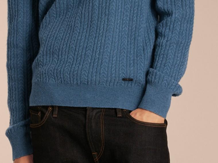 Bleu hortensia Pull en cachemire à maille Aran Bleu Hortensia - cell image 4