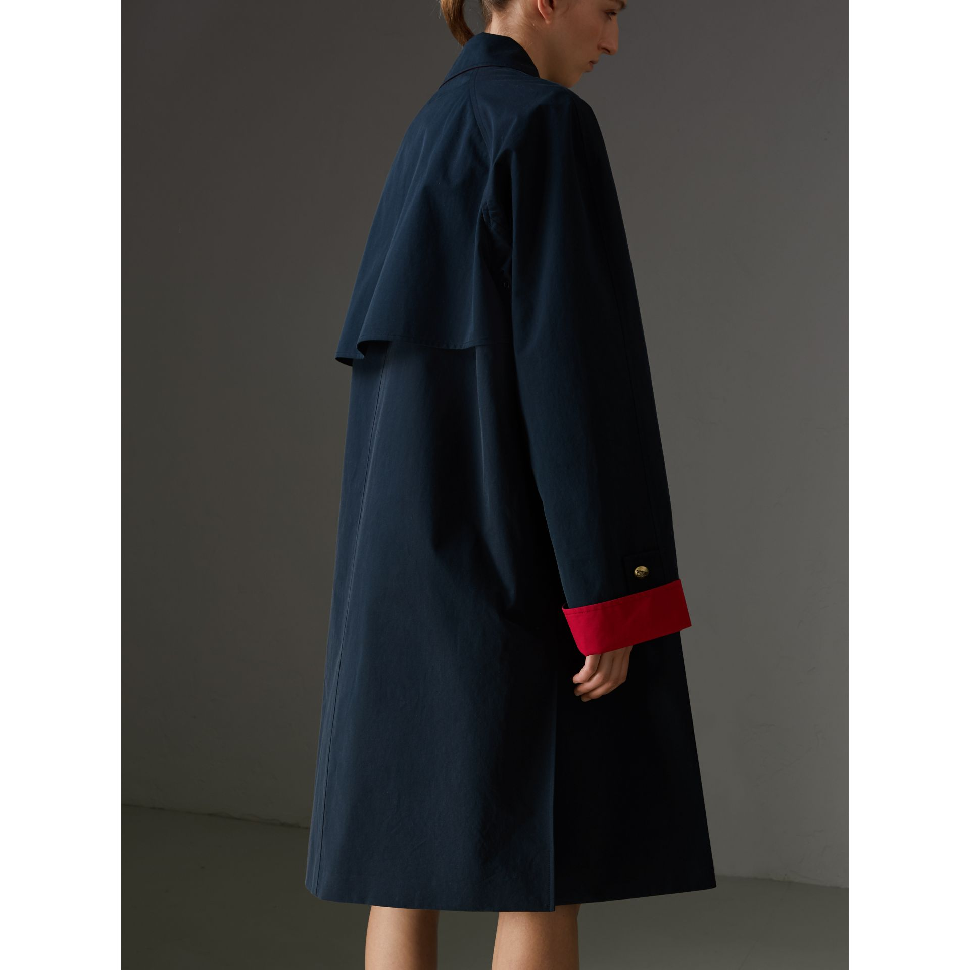 Reissued Waxed Cotton Gabardine Car Coat in Navy - Women | Burberry United States - gallery image 2