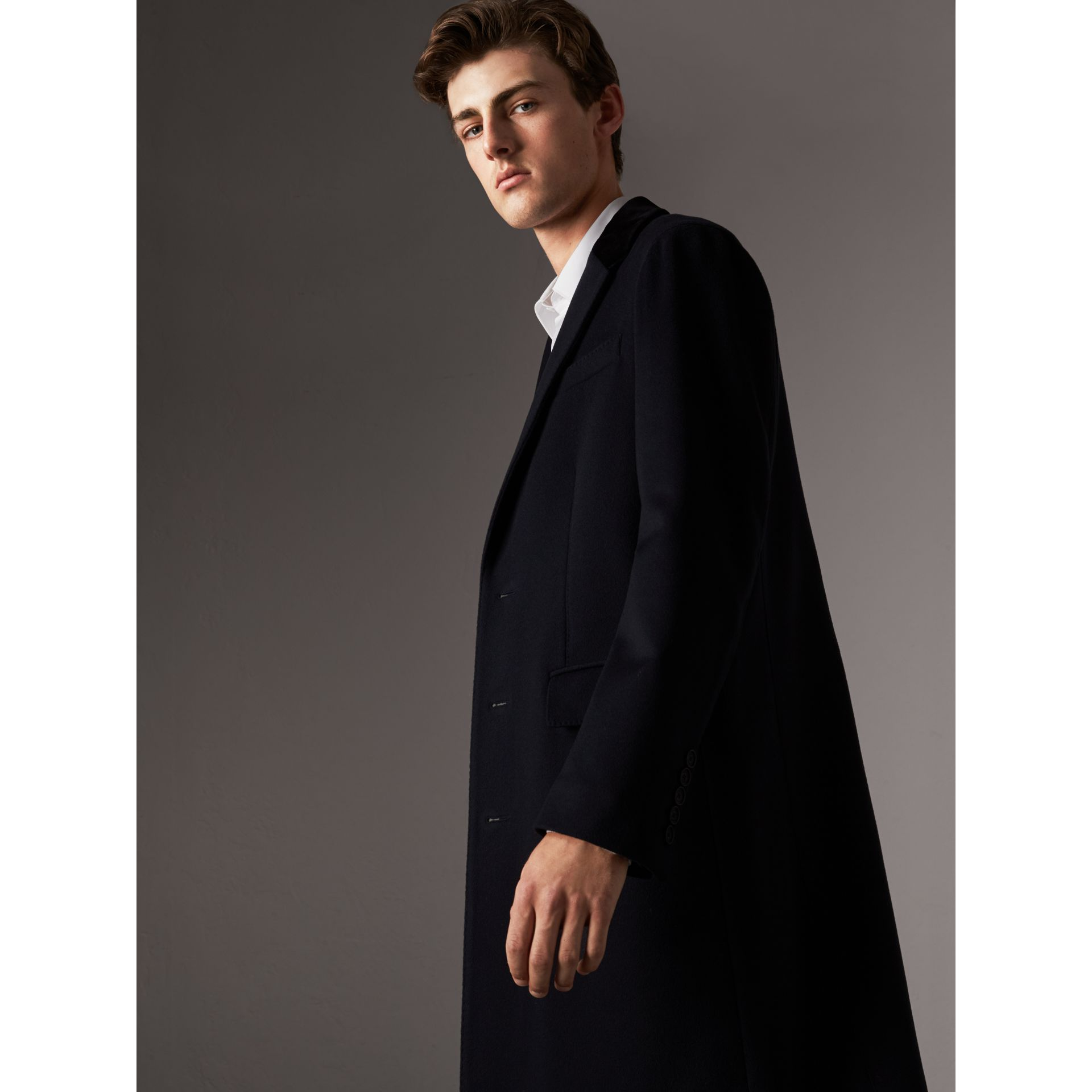 Velvet Collar Wool Cashmere Coat in Navy - Men | Burberry United Kingdom - gallery image 4