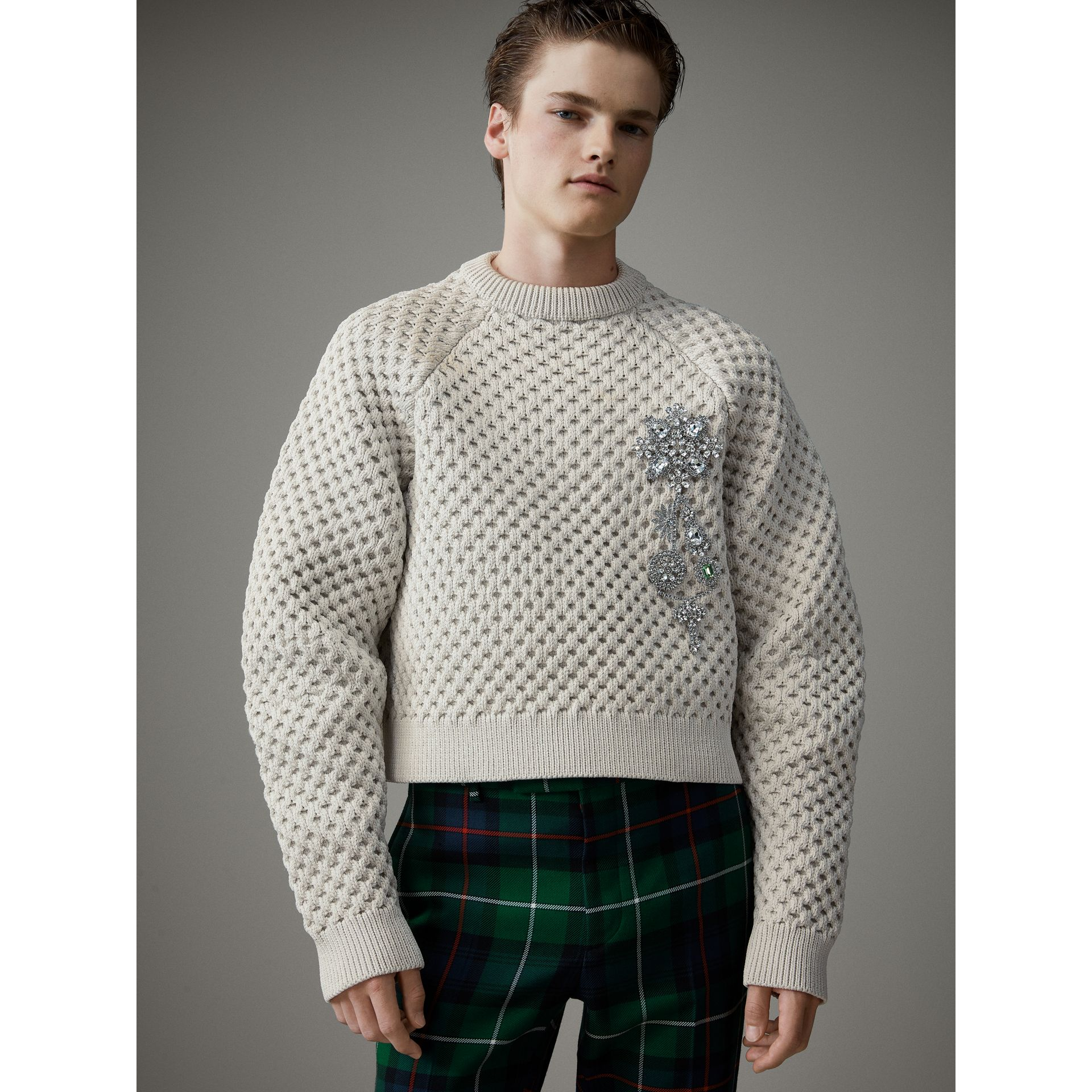 Honeycomb-stitch Cropped Sculptural Sweater in Chalk Grey - Men | Burberry United Kingdom - gallery image 4