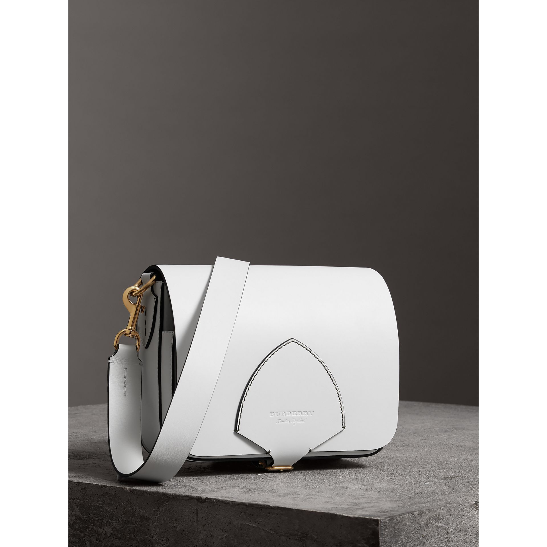 Grand sac The Satchel carré en cuir (Blanc Craie) - Femme | Burberry - photo de la galerie 7