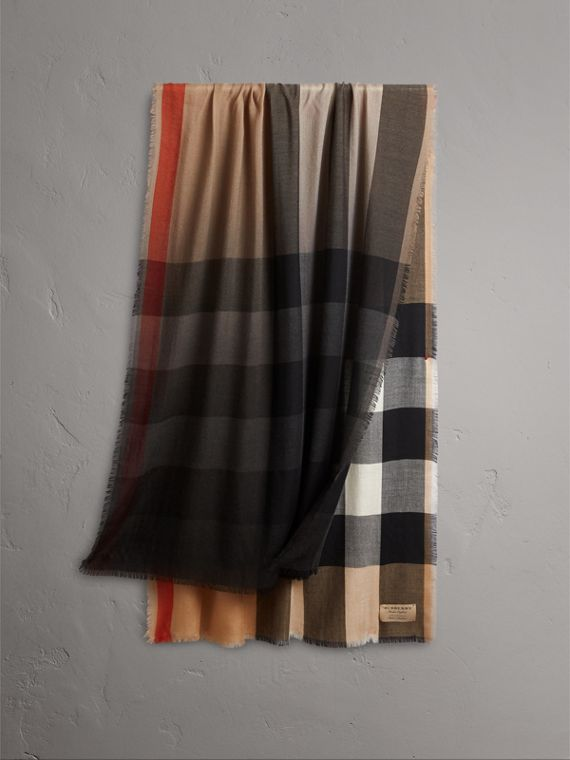 The Lightweight Cashmere Scarf in Ombré Check in Camel/black
