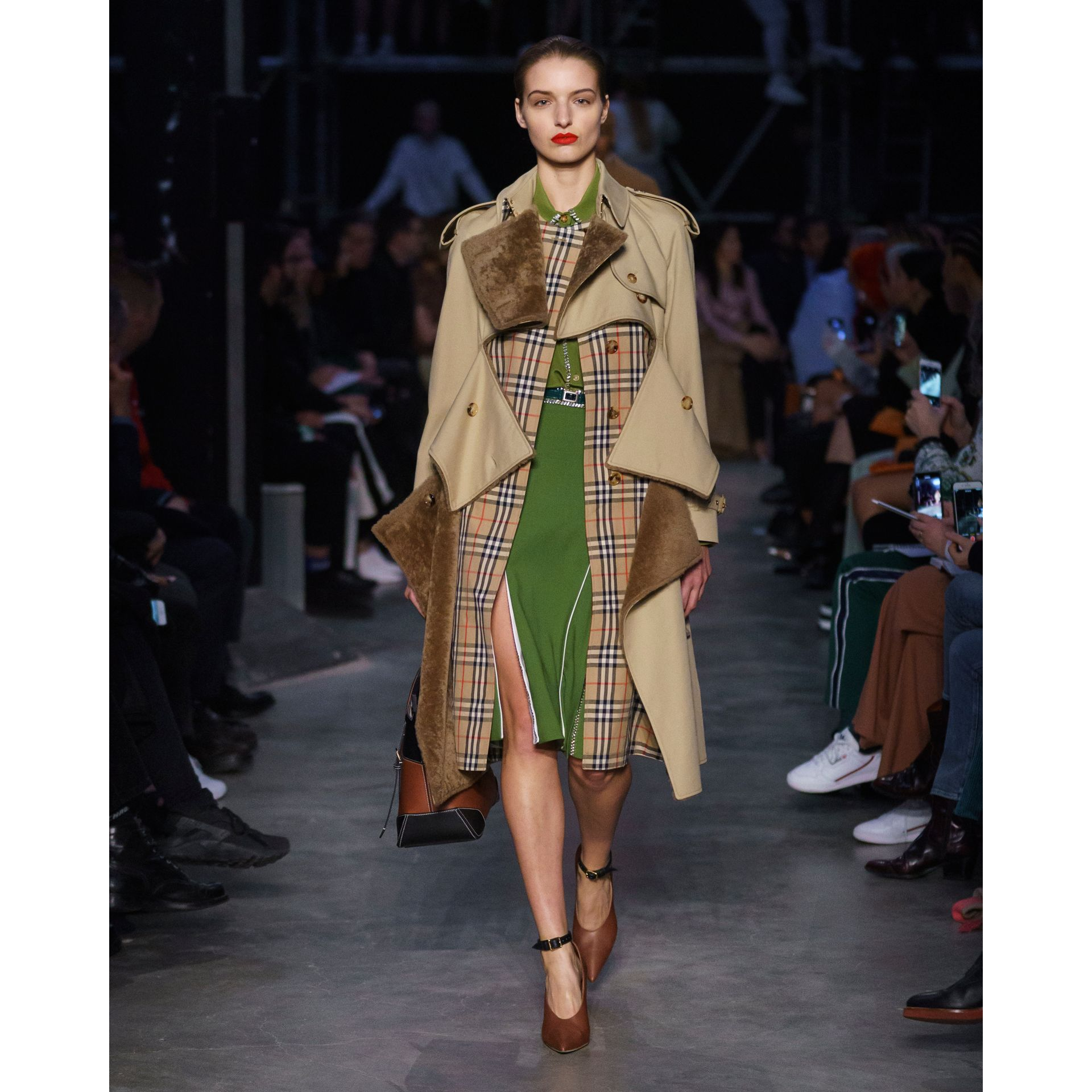 Deconstructed Cotton and Shearling Trench Coat in Honey - Women | Burberry Singapore - gallery image 6