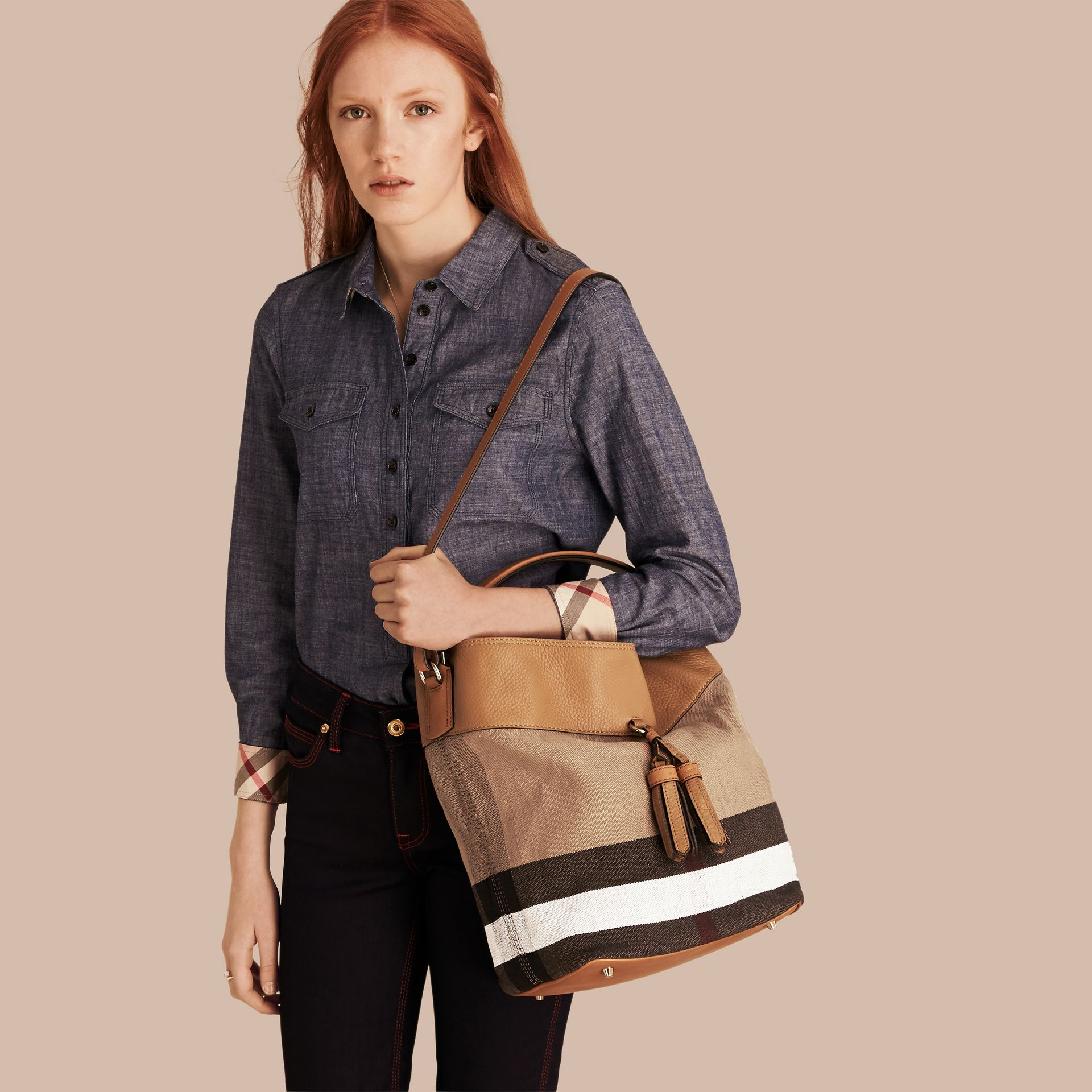 The Ashby media con pelle e motivo Canvas check - Donna | Burberry - immagine della galleria 3