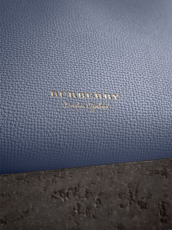 The Banner piccola in pelle con motivo House check (Blu Ardesia) - Donna | Burberry - cell image 1