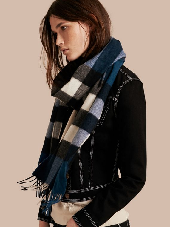 The Large Classic Cashmere Scarf in Check Marine Blue - cell image 2