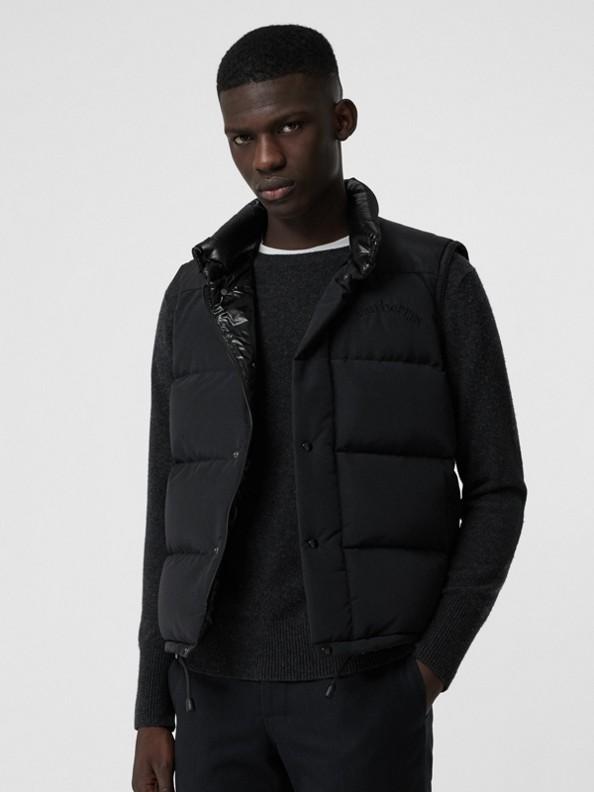 Veste sans manches rembourrée en duvet avec logo d'archive brodé (Noir)