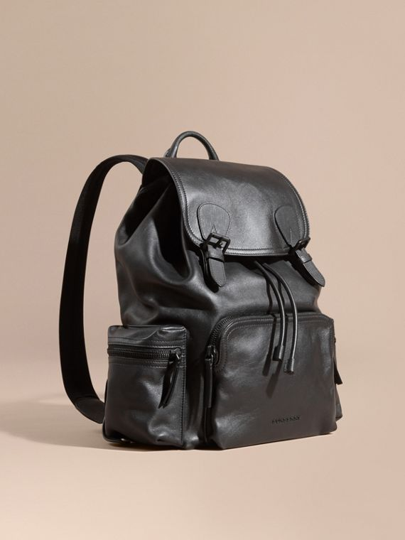 The Rucksack grande in pelle idrorepellente Nero