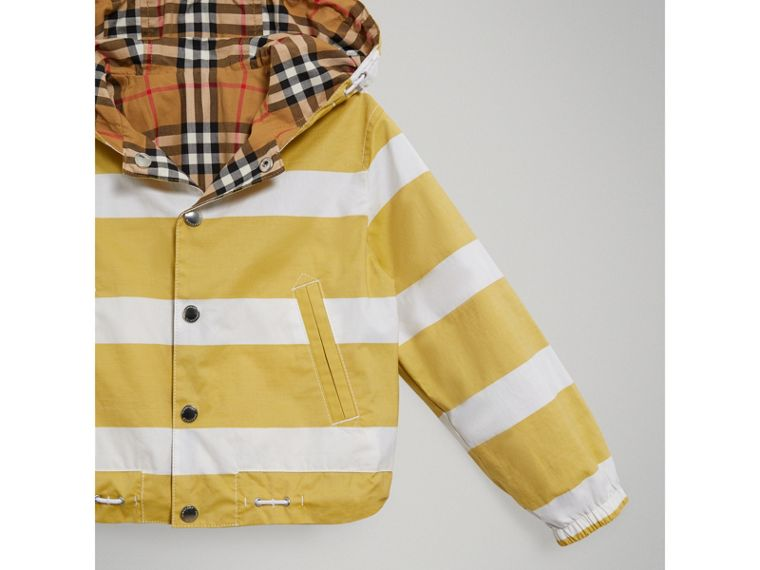 Reversible Stripe and Vintage Check Cotton Jacket in Larch Yellow/whte - Boy | Burberry Singapore - cell image 4