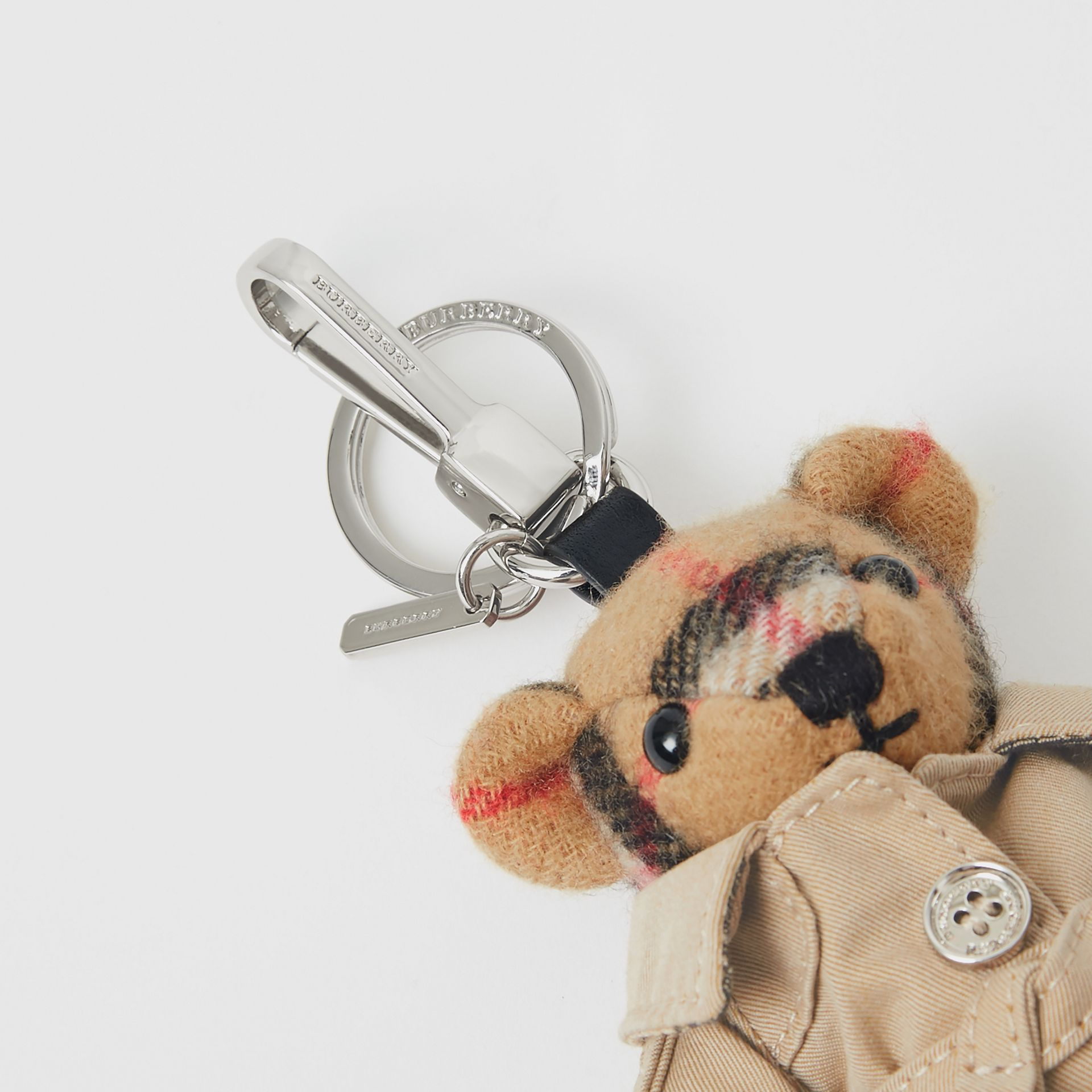 Bijou porte-clés Thomas Bear avec trench (Jaune Antique) | Burberry - photo de la galerie 1