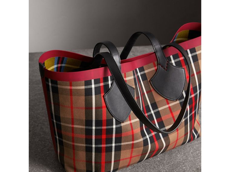 The Medium Giant Reversible Tote in Tartan Cotton in Caramel/flax Yellow | Burberry Australia - cell image 4