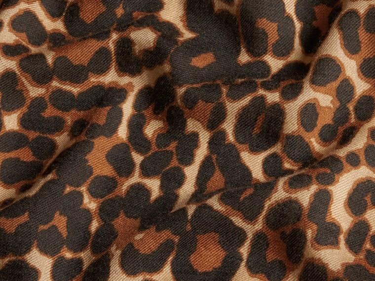 Camel Cachecol leve de cashmere com animal print - cell image 1