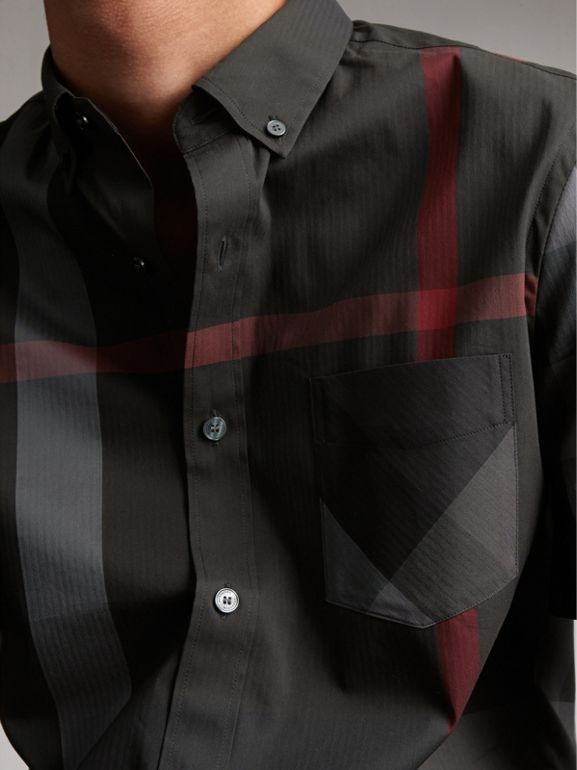 Camisa de algodão stretch com mangas curtas e estampa xadrez (Grafite) - Homens | Burberry - cell image 1