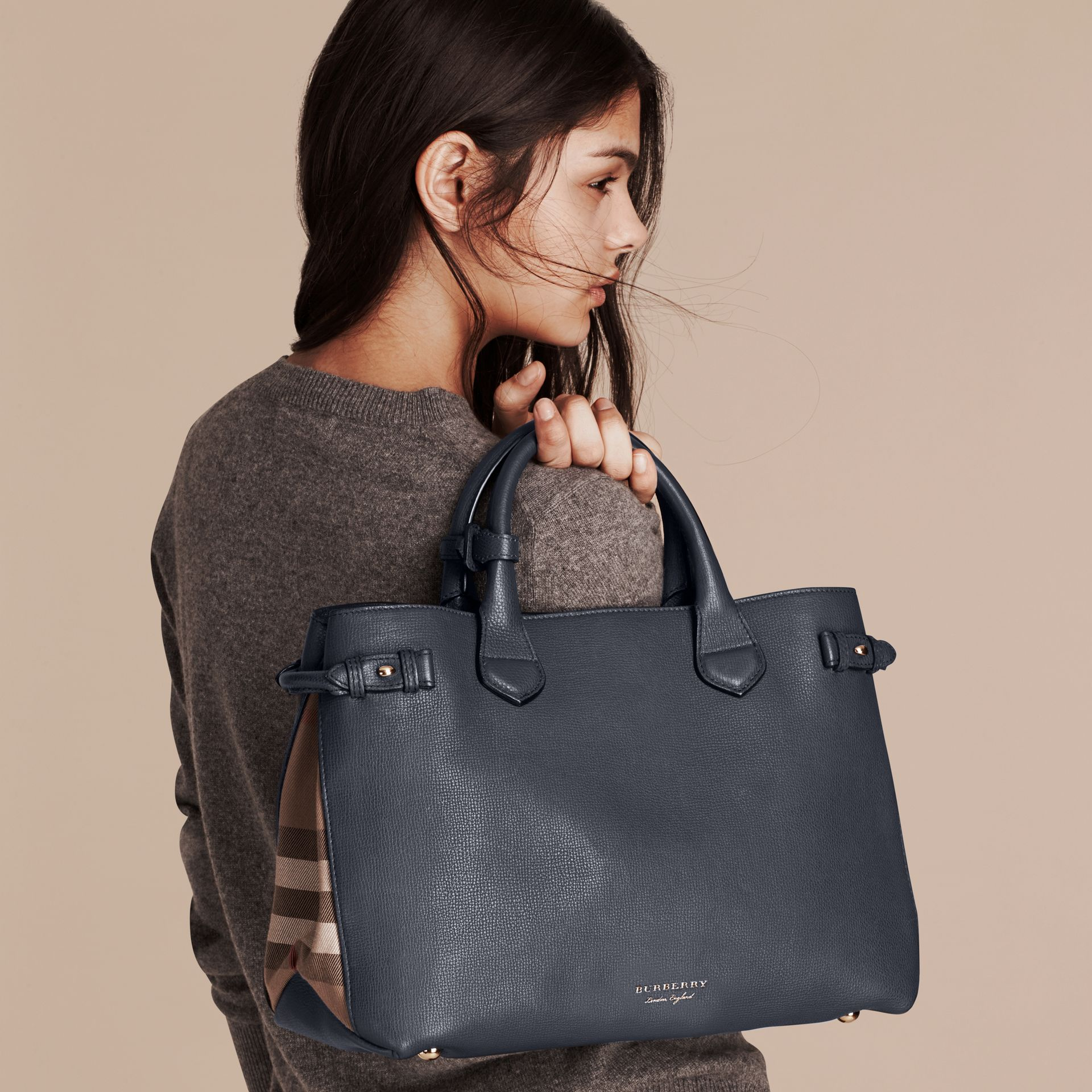 Sac The Banner medium en cuir et coton House check - Femme | Burberry - photo de la galerie 3