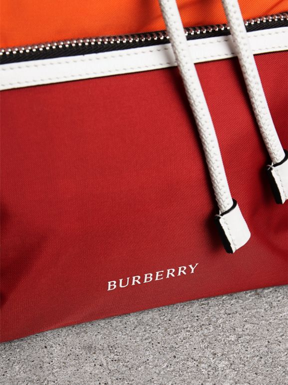 Zaino The Rucksack medio in nylon a blocchi di colore e pelle (Rosso Parata) - Donna | Burberry - cell image 1