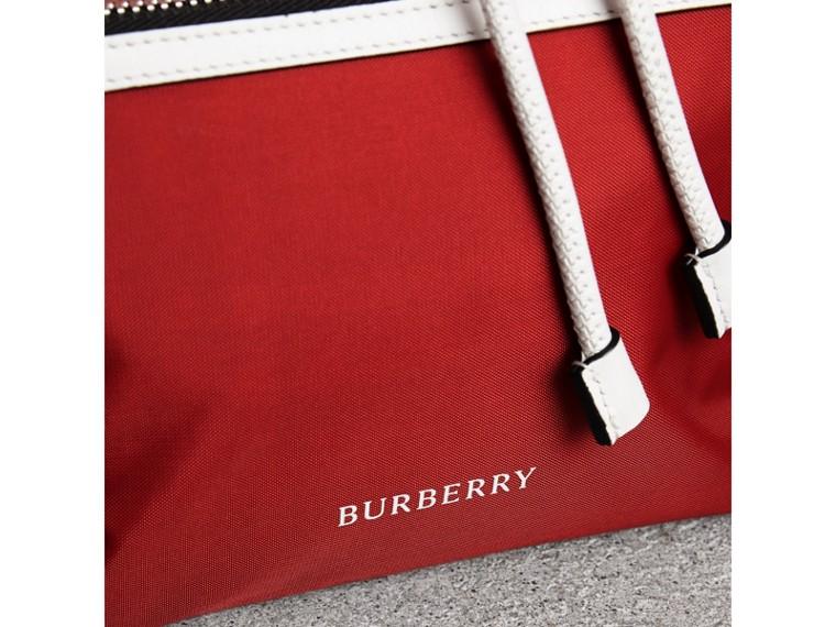 Mochila Rucksack mediana tricolor en nailon y piel (Rojo Desfile) - Mujer | Burberry - cell image 1