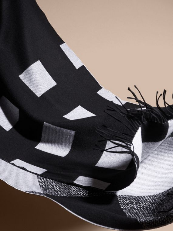 Black/white Reversible Check Cashmere Scarf Black/white - cell image 3