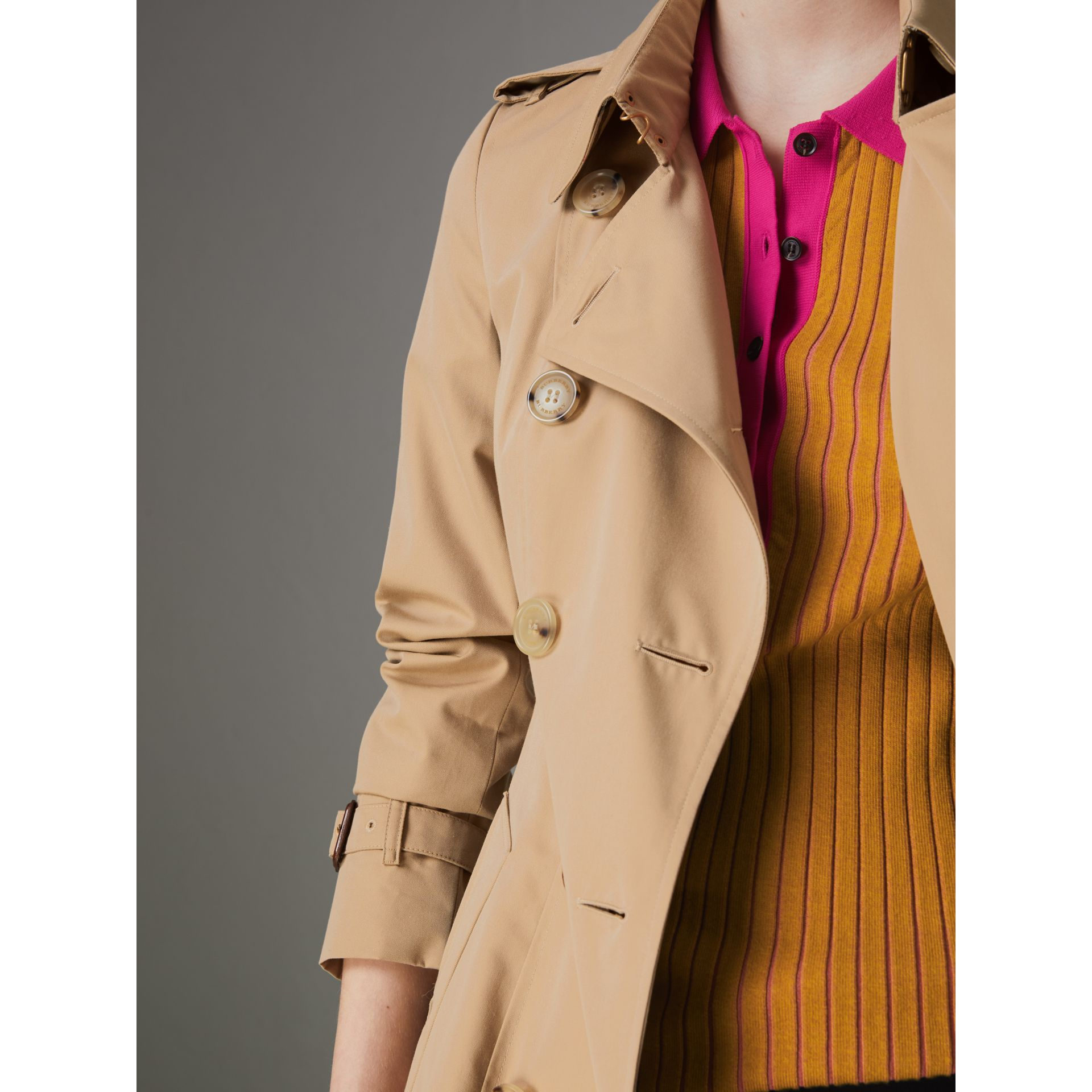 The Long Chelsea Heritage Trench Coat in Honey - Women | Burberry - gallery image 6