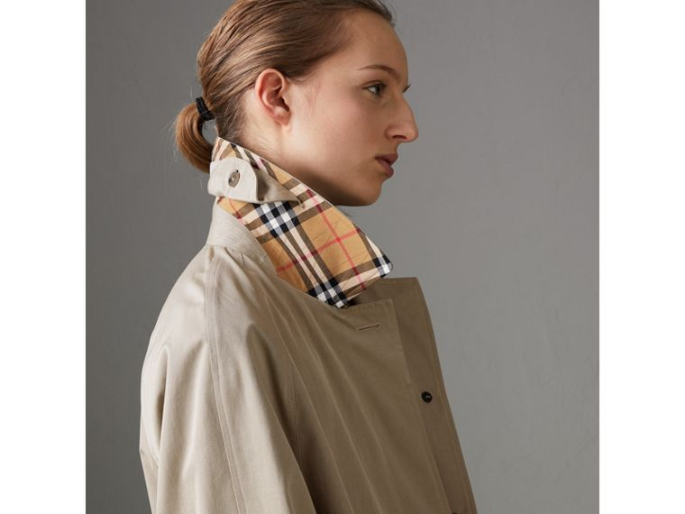 The Camden – Long Car Coat in Sandstone - Women | Burberry Australia - cell image 4