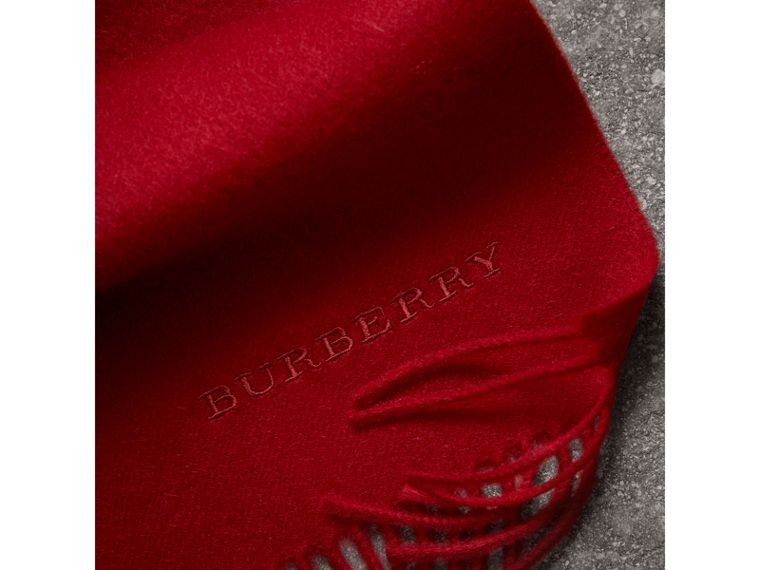 The Classic Cashmere Scarf in Parade Red | Burberry United Kingdom - cell image 4