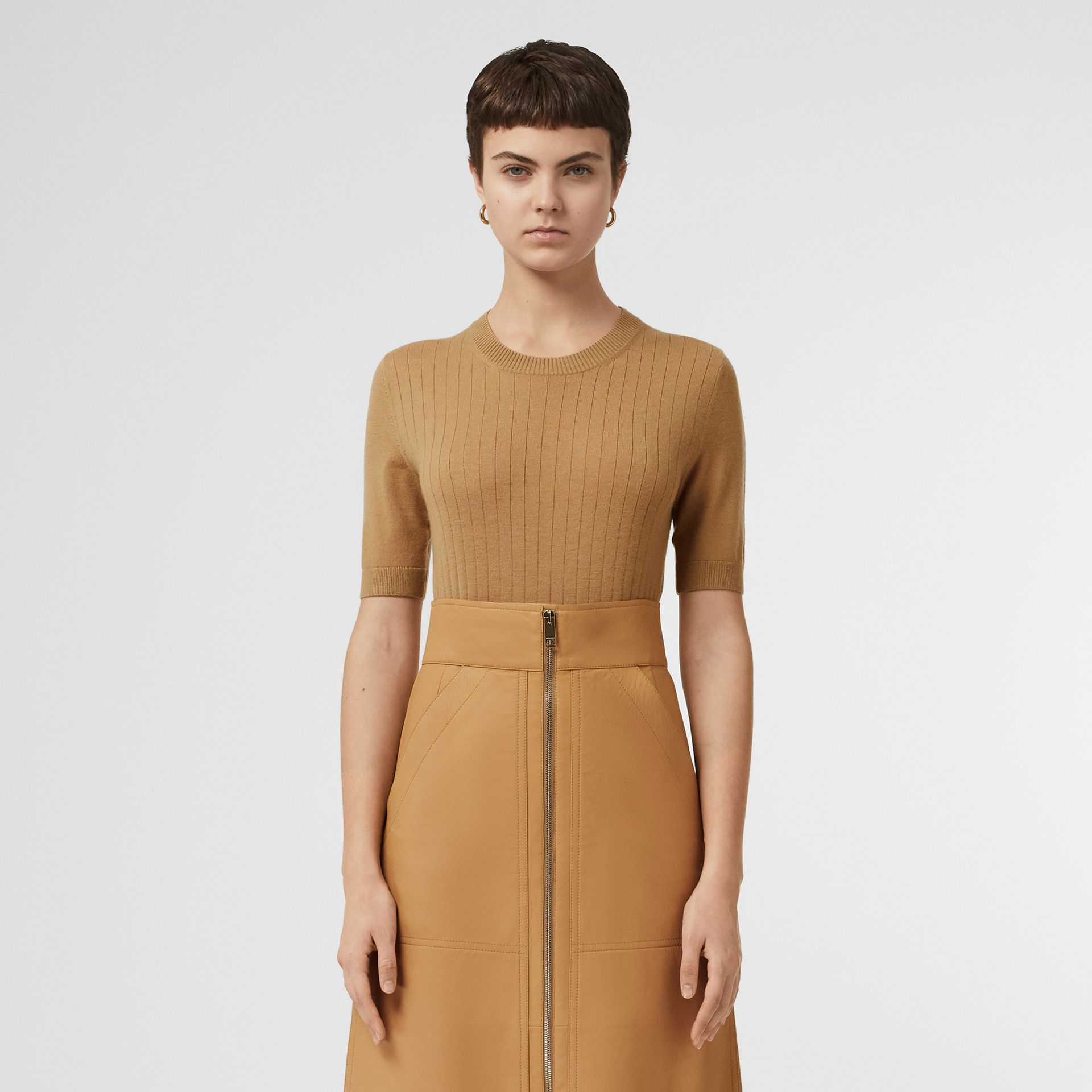 Short-sleeve Rib Knit Cashmere Sweater in Camel - Women | Burberry - gallery image 6