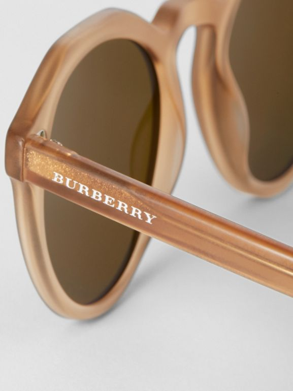 Keyhole Round Frame Sunglasses in Brown - Men | Burberry Hong Kong - cell image 1