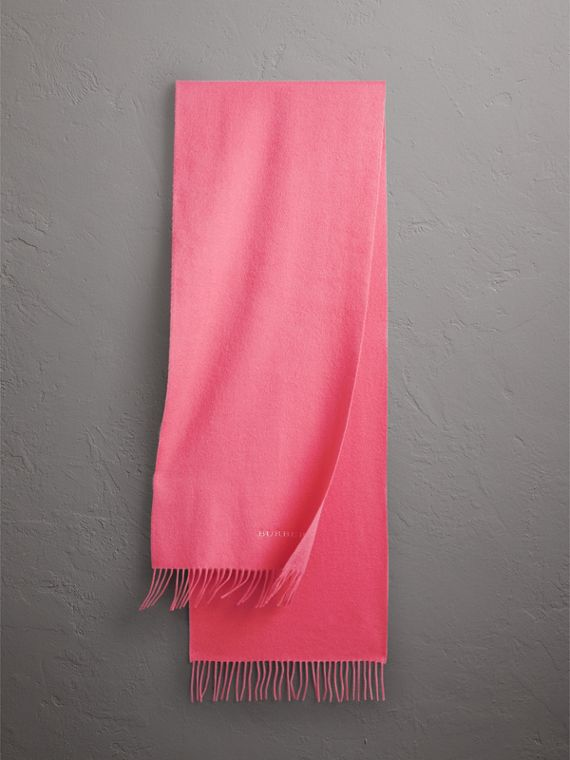 The Classic Cashmere Scarf in Rose Pink