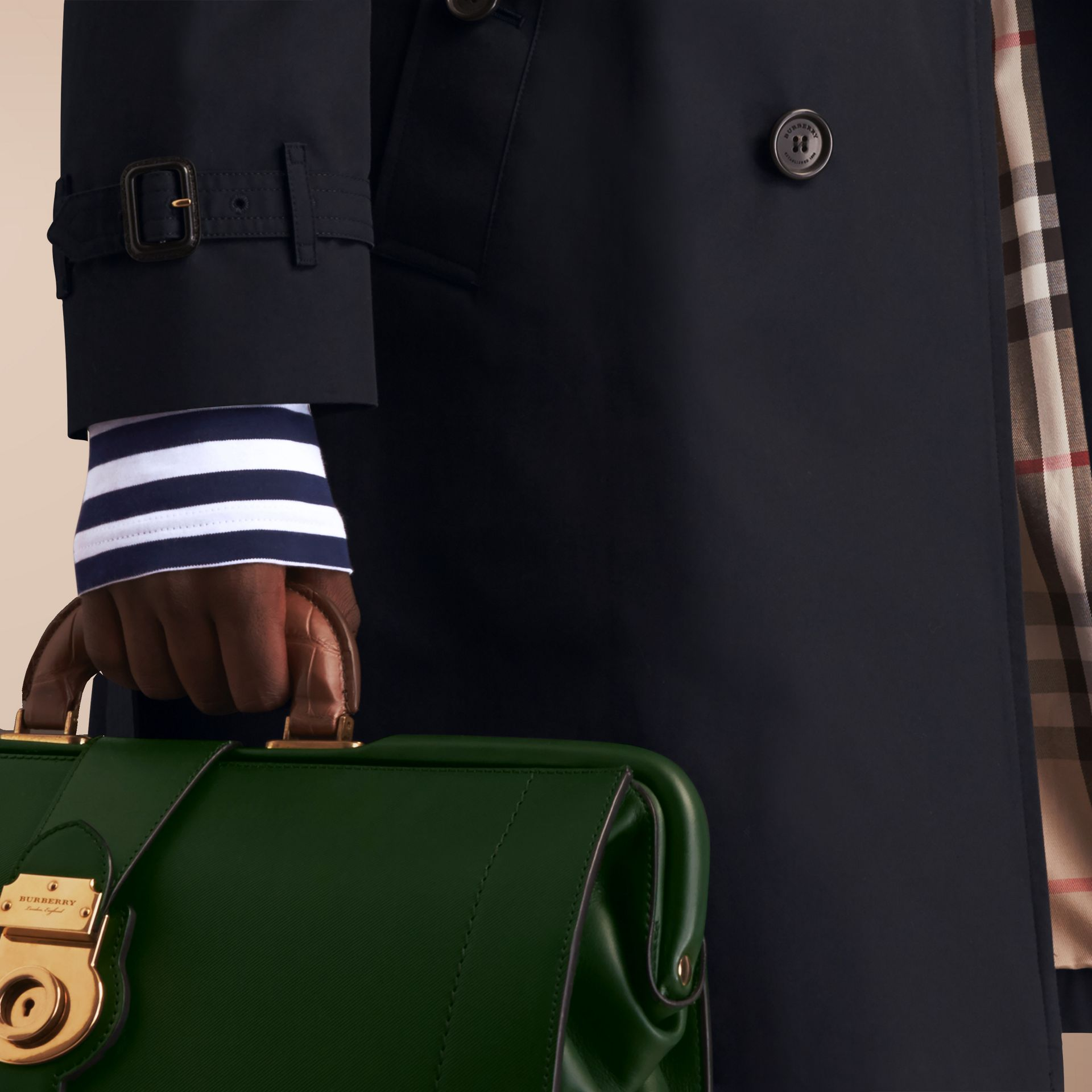 The Chelsea – Long Heritage Trench Coat in Navy - Men | Burberry - gallery image 5