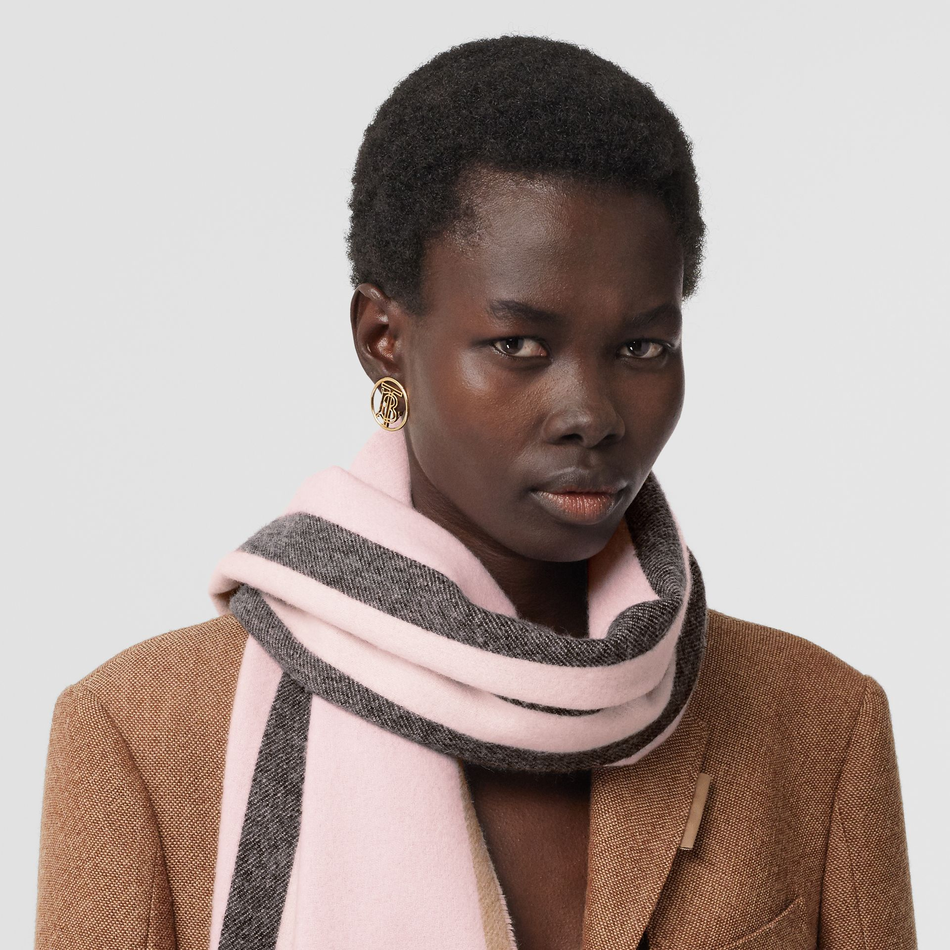 Reversible Icon Stripe Cashmere Scarf in Alabaster | Burberry United Kingdom - gallery image 2