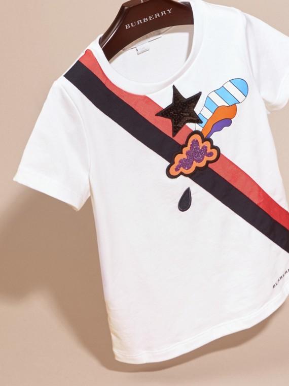 Bianco T-shirt in cotone con grafica ispirata al clima e paillettes applicate - cell image 2
