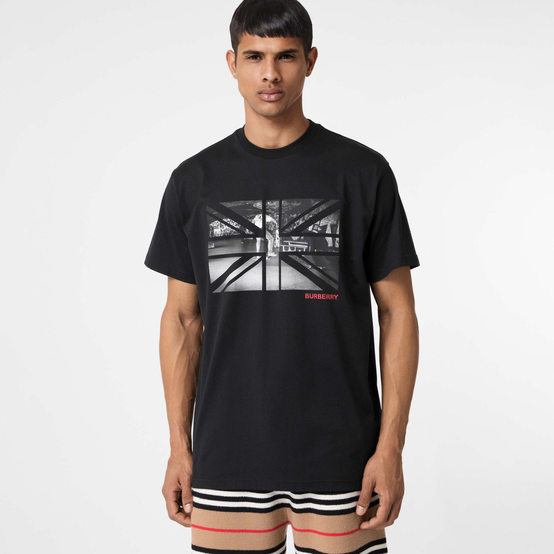 Union Jack Photo Print Cotton Oversized T-shirt in Black - Men | Burberry - gallery image 4
