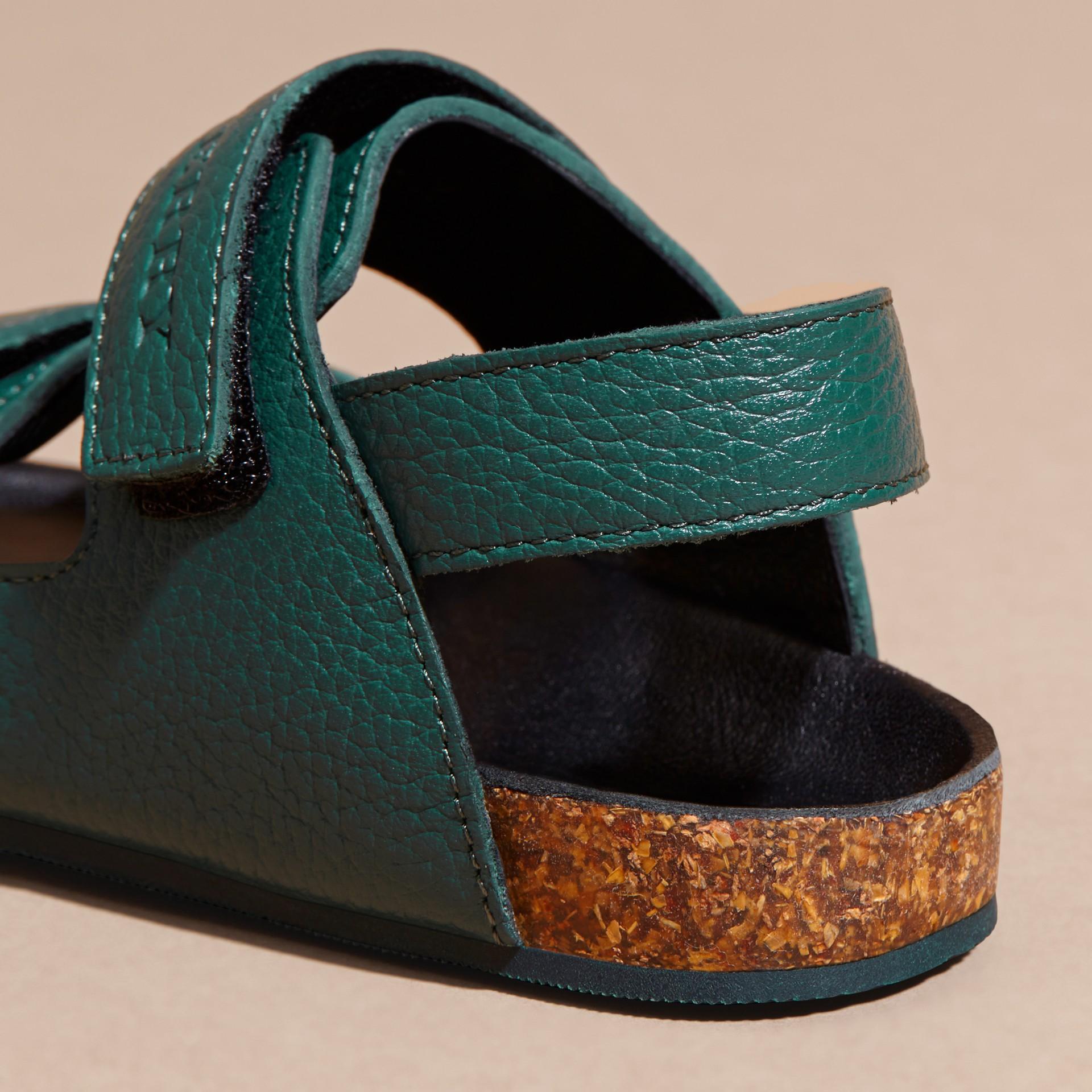 Темный голубовато-зеленый Кожаные сандалии - изображение 3