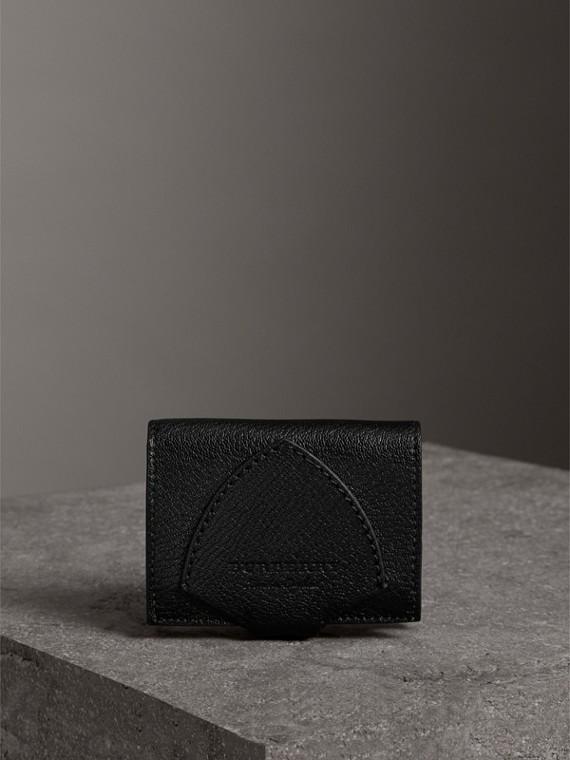 Cartera plegable en piel de dos tonos con detalle en forma de escudo (Negro)