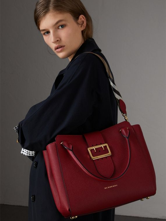 The Medium Buckle Tote in Grainy Leather in Parade Red - Women | Burberry Australia - cell image 3