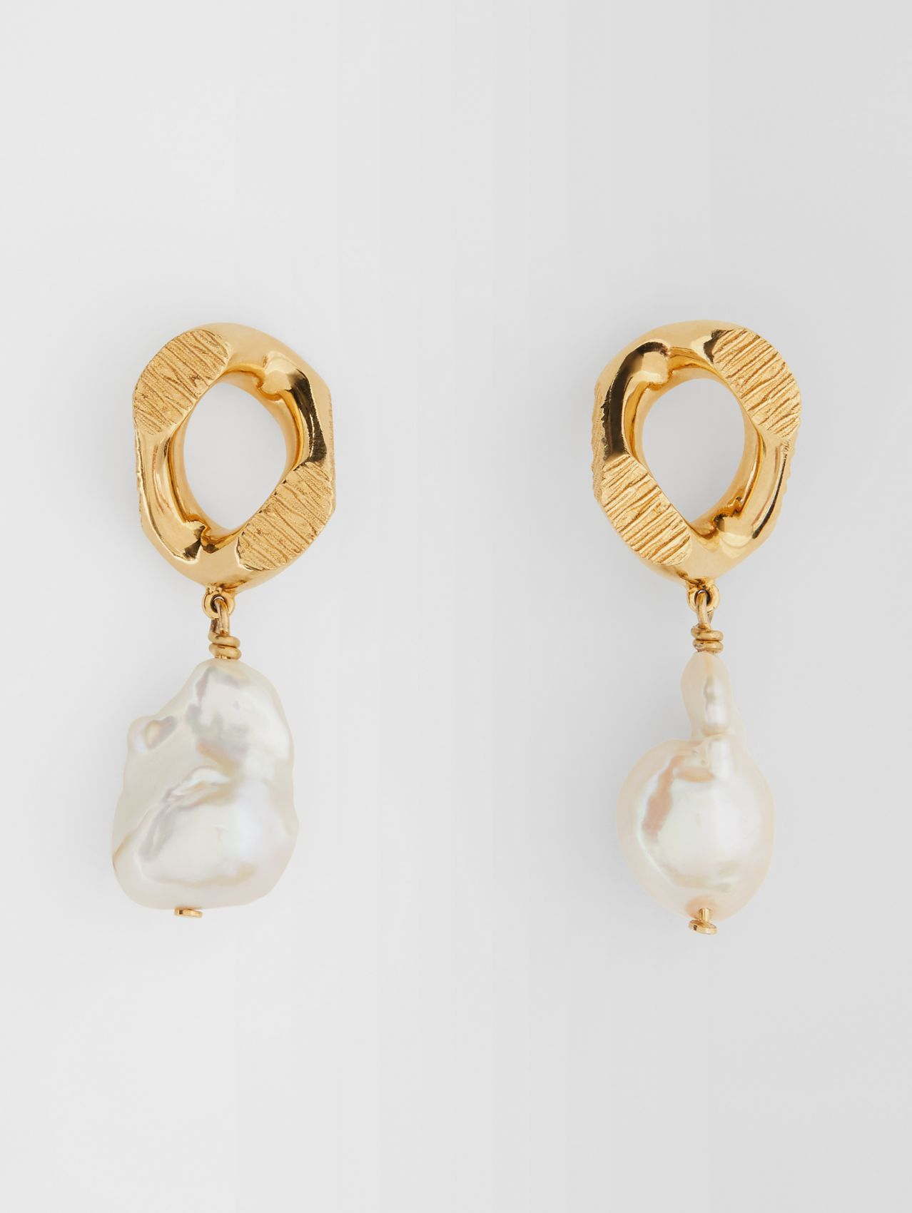 Pearl Detail Gold-plated Chain-link Earrings in Light Gold/white