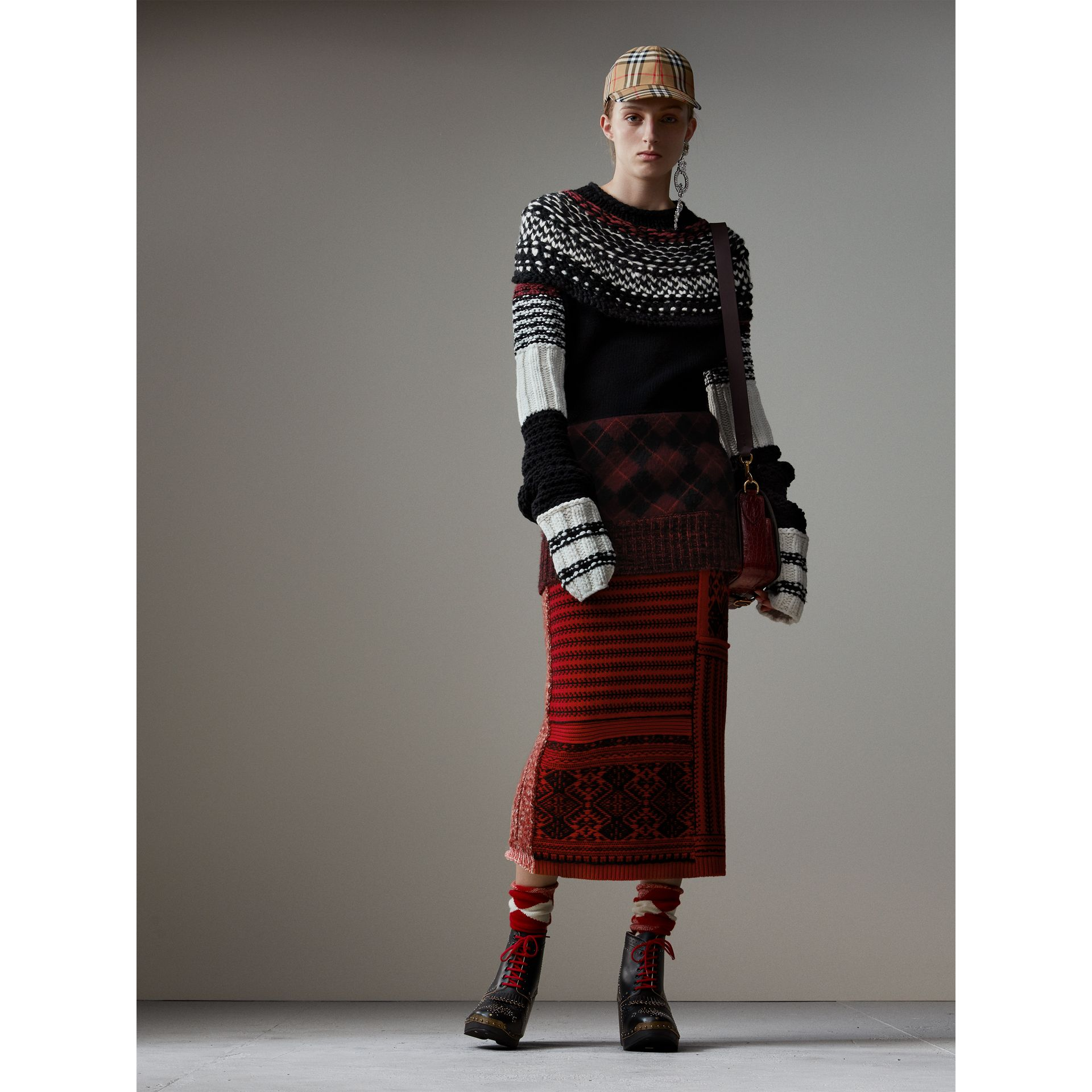 Geometric and Cable Knit Wool Cashmere Skirt in Red/black - Women | Burberry Australia - gallery image 4
