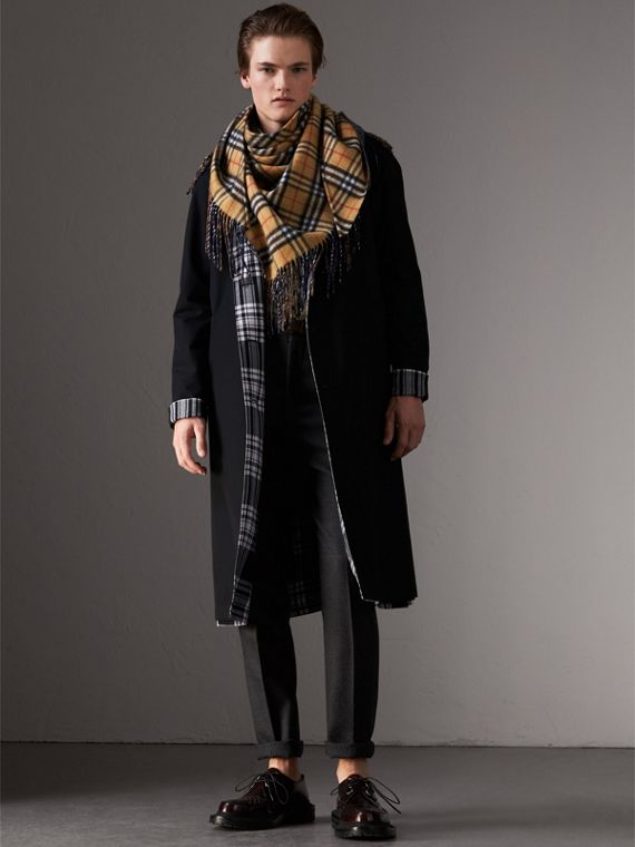 The Burberry Bandana in Vintage Check Cashmere in Blue Carbon | Burberry Australia - cell image 3