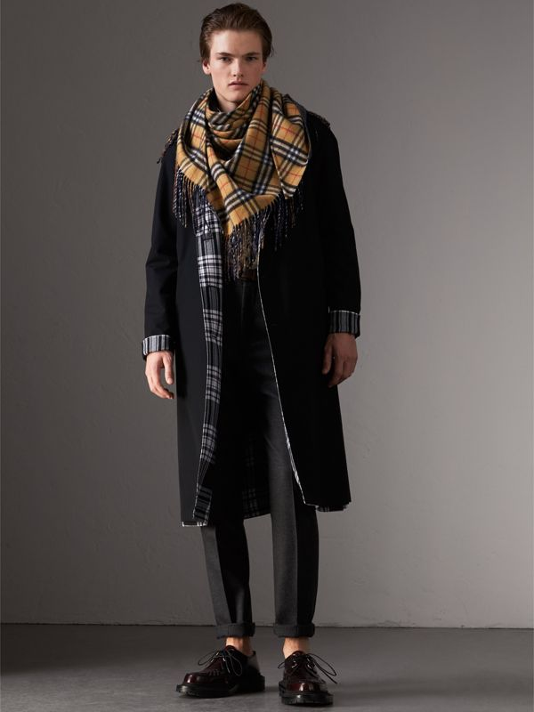 The Burberry Bandana in Vintage Check Cashmere in Blue Carbon | Burberry - cell image 3
