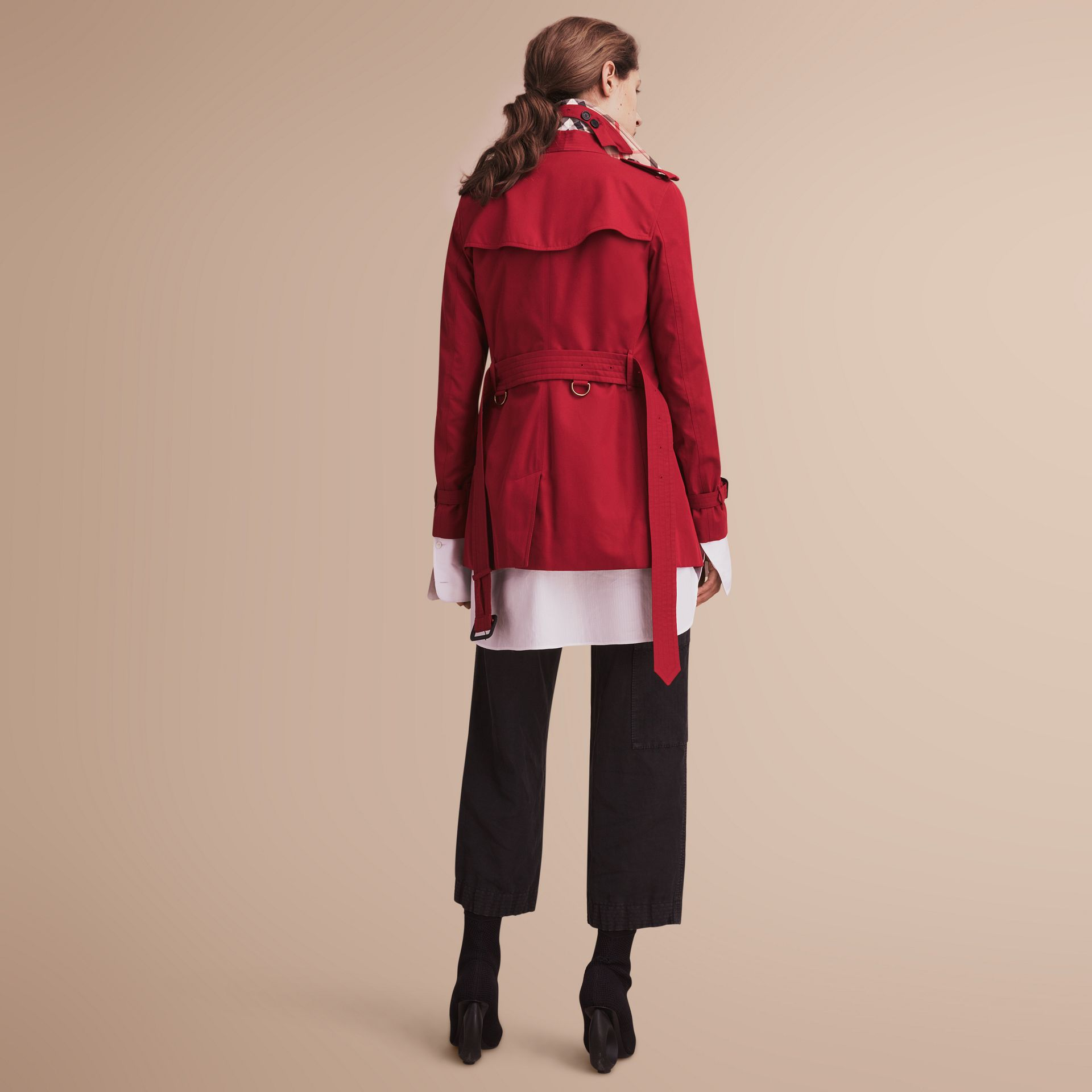 The Kensington – Short Heritage Trench Coat in Parade Red - Women | Burberry - gallery image 3
