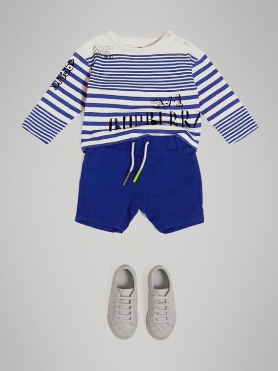 Pantalones cortos en sarga de algodón y lino con cierre de cordón (Azul Brillante)