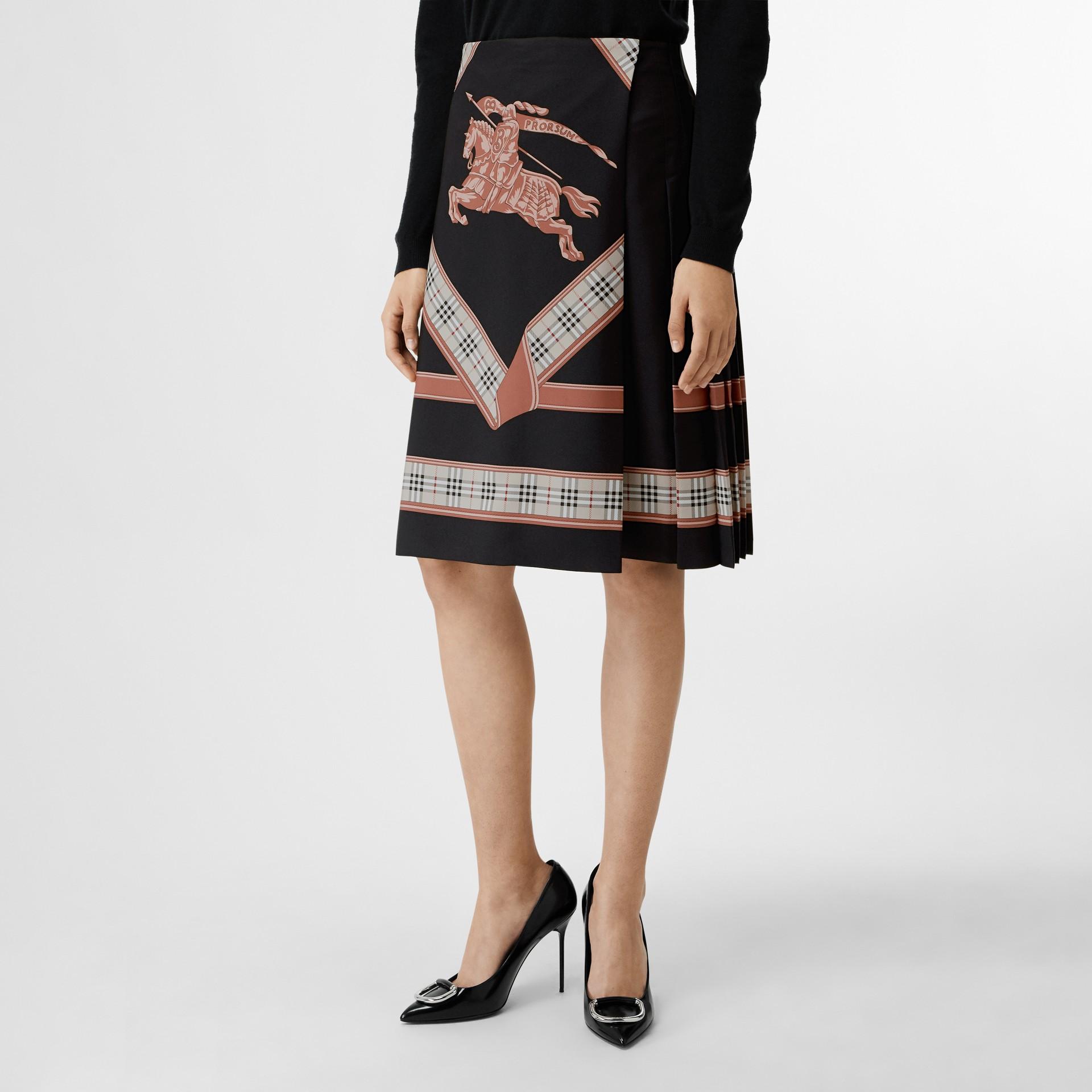 典藏圍巾印花蘇格蘭裙 (多色) - 女款 | Burberry - 圖庫照片 4