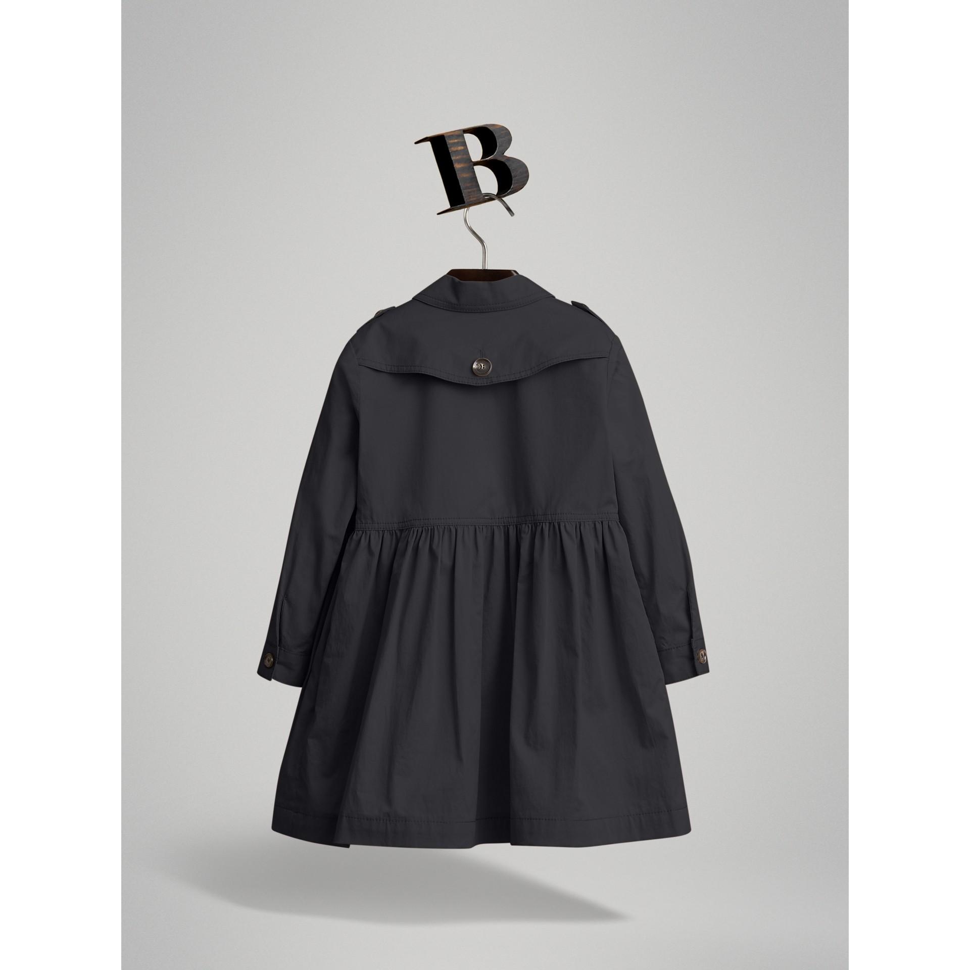 Vestido trench de algodão stretch com detalhe xadrez (Azul Meia Noite) | Burberry - galeria de imagens 2