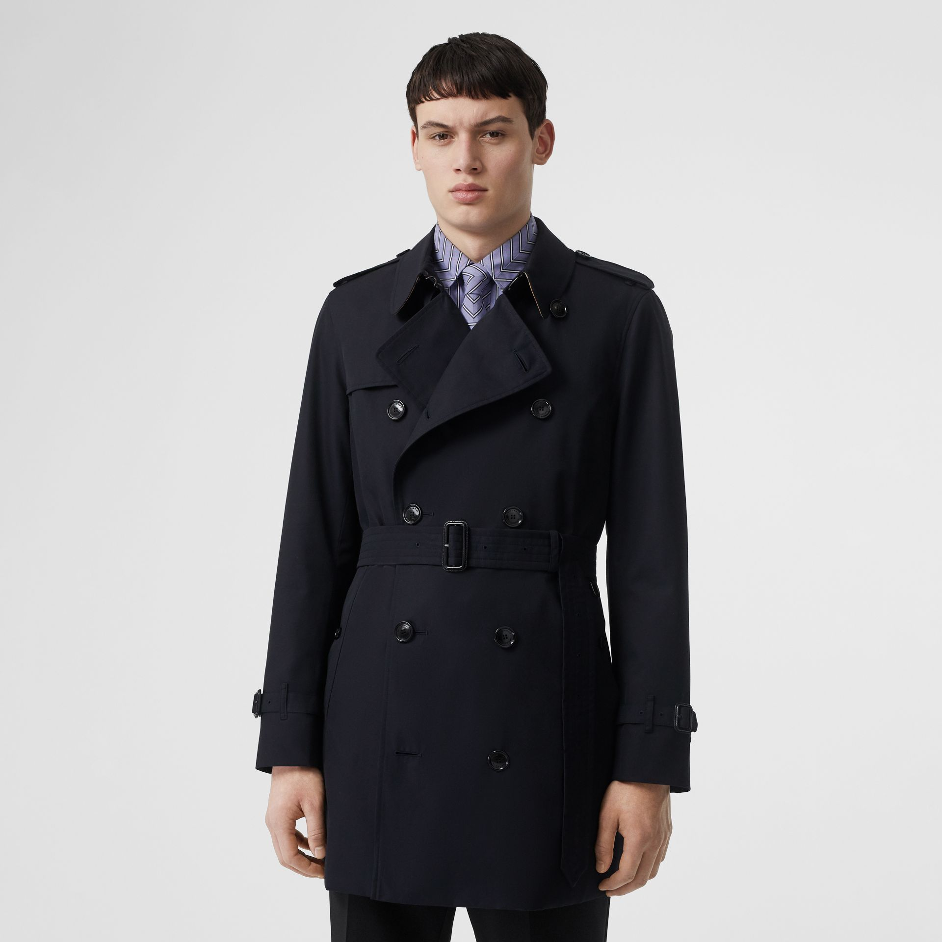 Short Chelsea Fit Trench Coat in Midnight Navy - Men | Burberry United Kingdom - gallery image 7