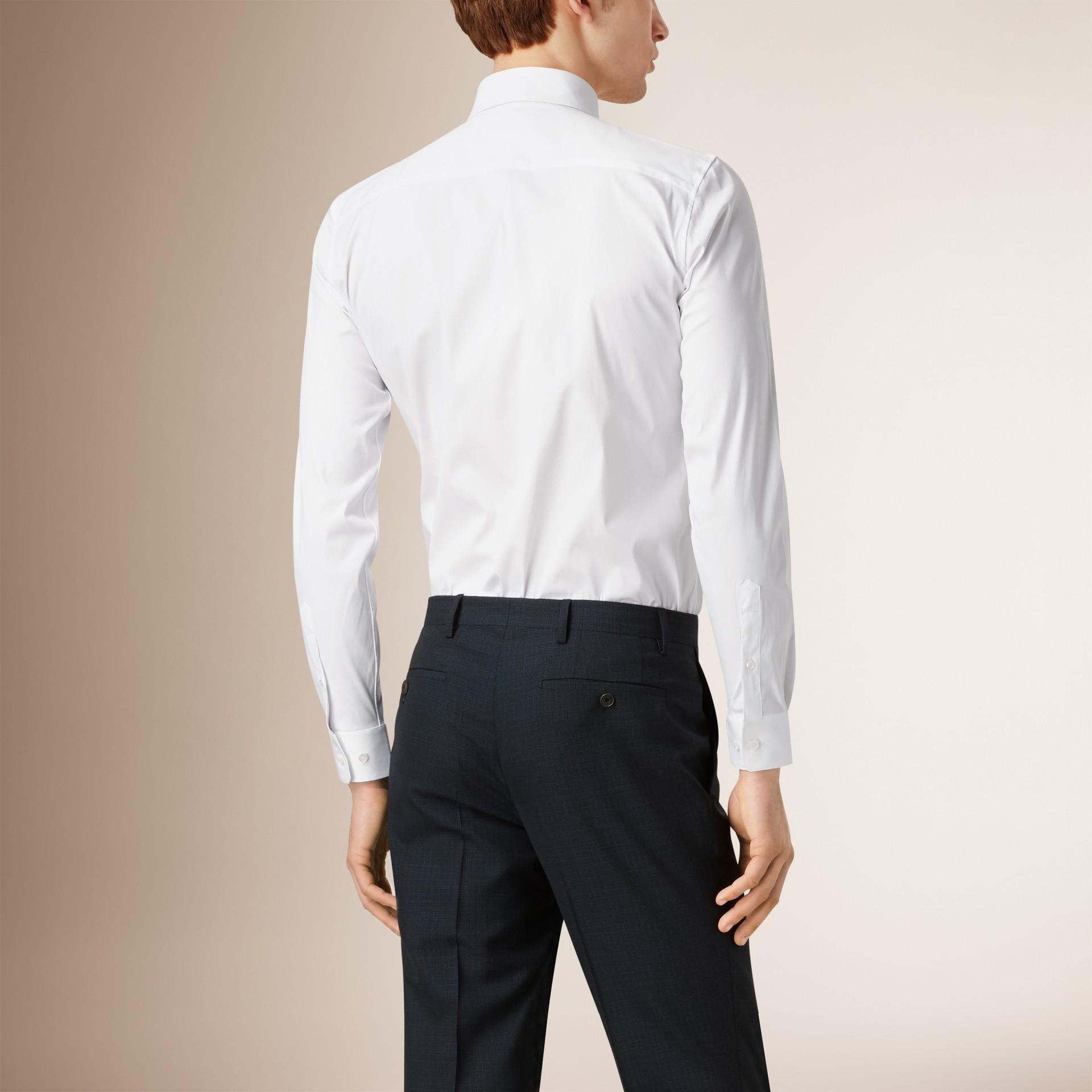 Camisa de algodão stretch com corte slim (Branco) - Homens | Burberry - galeria de imagens 1