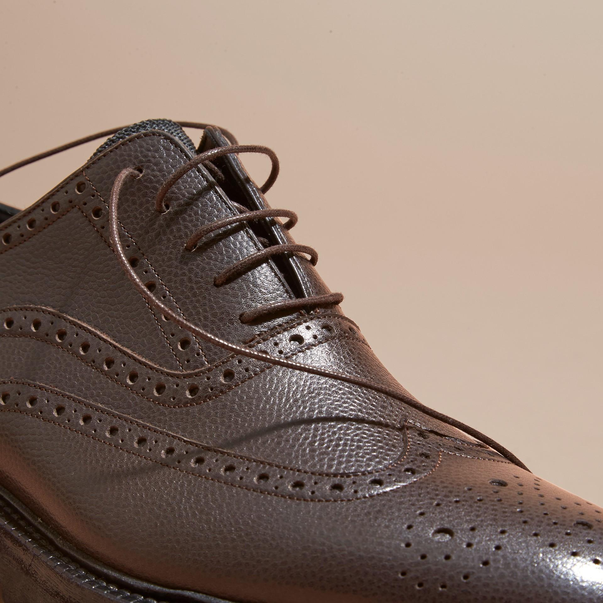 Chocolat amer Chaussures Richelieu en cuir grené à bout golf avec semelles en caoutchouc Chocolat Amer - photo de la galerie 2