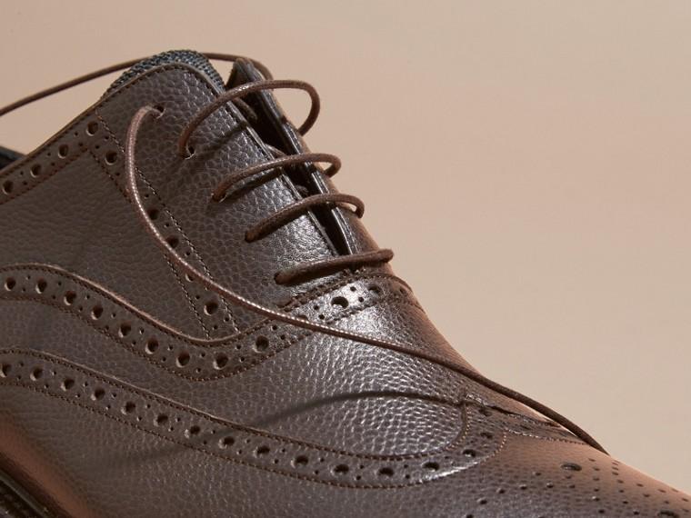 Chocolat amer Chaussures Richelieu en cuir grené à bout golf avec semelles en caoutchouc Chocolat Amer - cell image 1