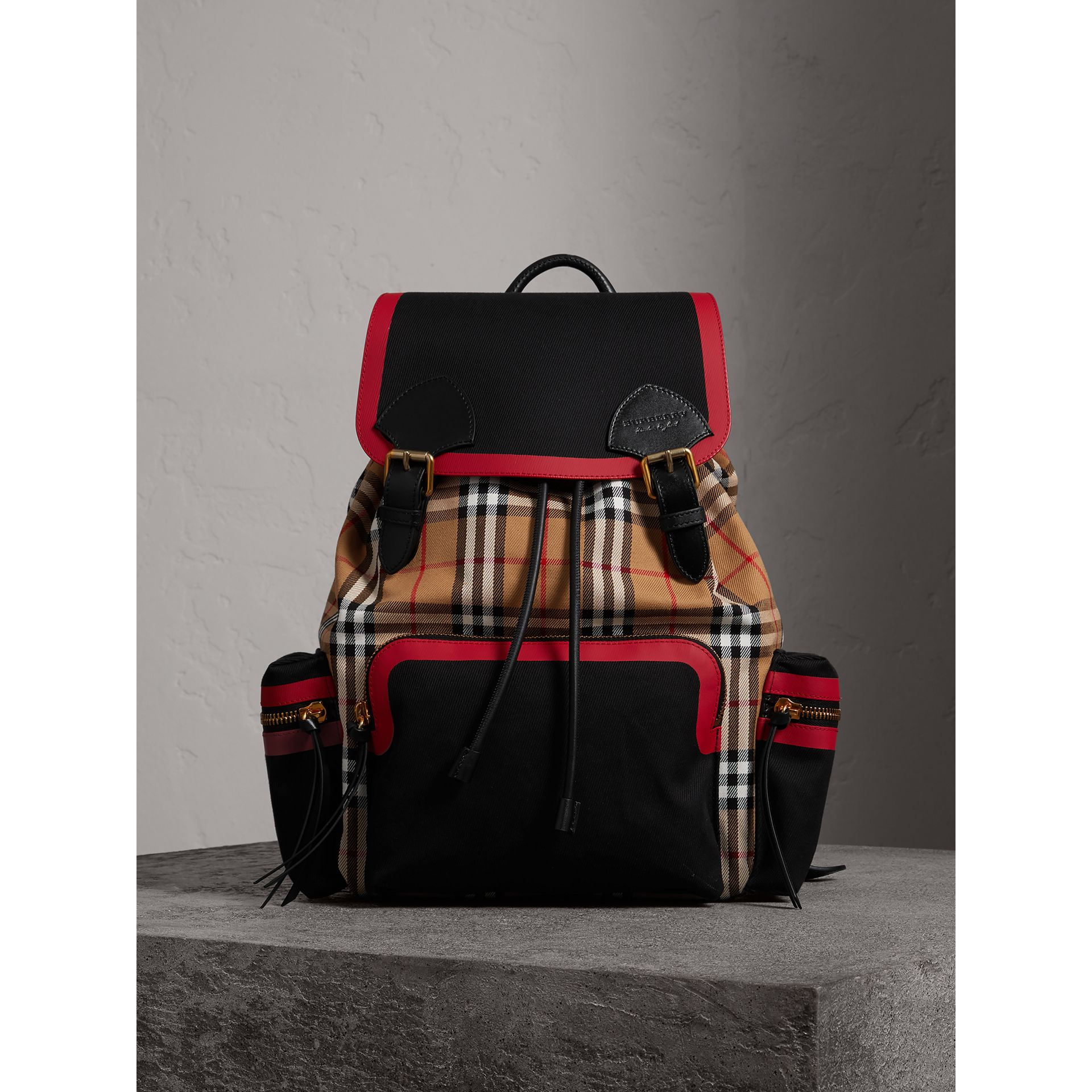 Grand sac The Rucksack en cuir et toile Vintage check (Jaune Antique) | Burberry Canada - photo de la galerie 5